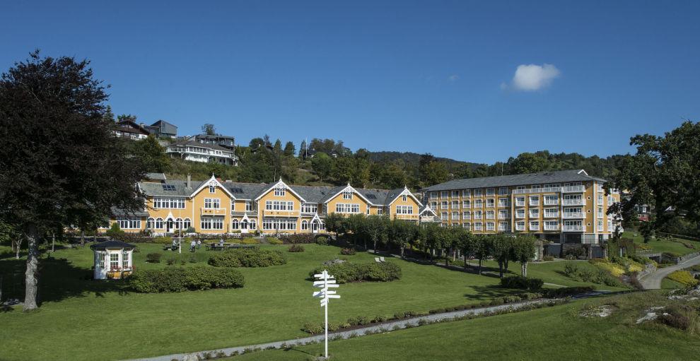 <p>Hele Solstrand Hotel & Bad varmes opp av Bjørnafjorden – uten å produsere CO₂ eller andre giftige avgasser.</p>
