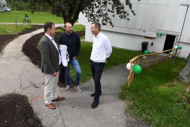 Espen Andresen i samtale med Smartly-rådgiver Henrik Løvås og salgs- og markedssjef Ketil Granbakken.