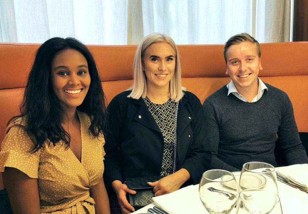 <p>Til tross for travle arbeidsdager reiste rekrutteringsbyrået AvantGarde Search på tur til Manchester, slik at de ansatte kunne bli bedre kjent med hverandre. Fra venstre: Fathia Omer, Hege Davidsen, Jonas Haneborg.</p> <p/> <p/>